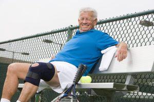 テニス 高齢 膝の痛み